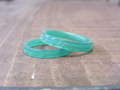 槌目風の結婚指輪のワックス