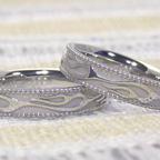 フレームスパターン柄の結婚指輪