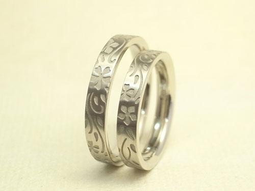 誕生花を彫刻した結婚指輪02
