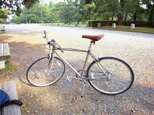 京都御所で新しい自転車を撮影