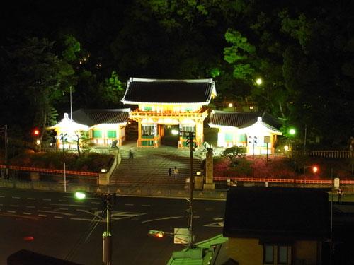 京都でビアガーデン 八坂神社の夜景