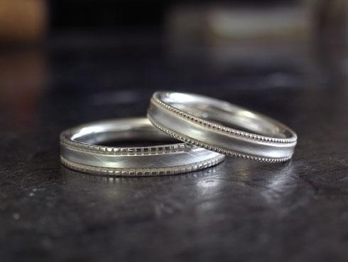 ミル打ちをした柔らかい感じの結婚指輪