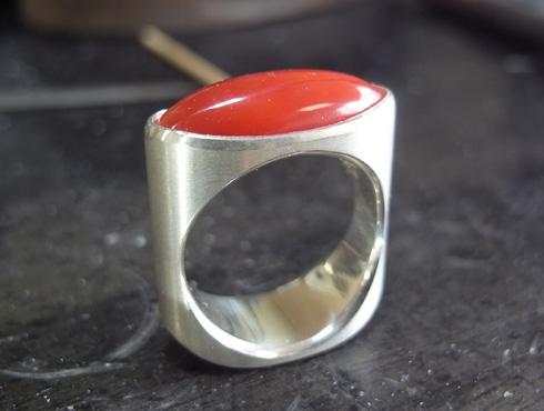 赤珊瑚のシルバーリングの製作手順 10