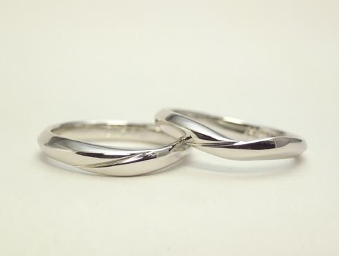 お手持ちのエンゲージとセットになる結婚指輪 02