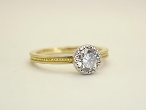 アンティーク調のダイヤ付きの指輪 01