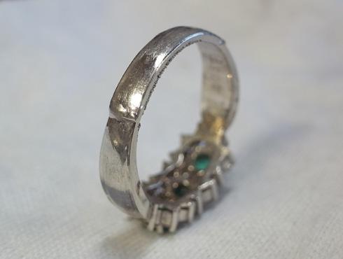 エメラルドの指輪のサイズ伸ばし04