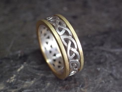 コンビのケルティックノット模様の指輪 仮組み立て