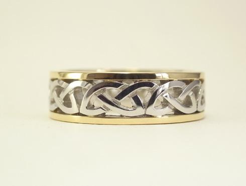 コンビのケルティックノット模様の指輪 02