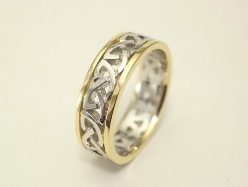 コンビのケルティックノット模様の指輪 04