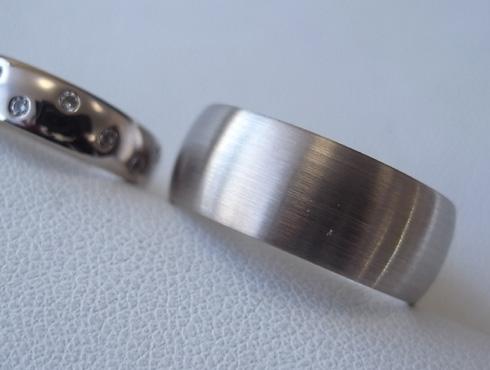 ダイヤ数付と幅の太い結婚指輪を新品加工で綺麗にする02