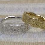 ミル打ちリングとアンティーク調の結婚指輪