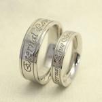 メッセージとイニシャルを刻印した結婚指輪