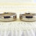 ミル打ち 甲丸 リング と 平打ちリング[ 結婚指輪 ]