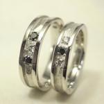 ダイヤ3石の岩肌の結婚指輪