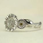 お花モチーフの婚約指輪 (ガーベラ)