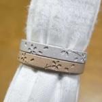 桜柄、川の流れ を表現した結婚指輪