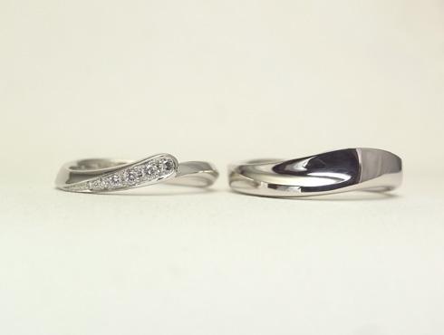 セットにするとハート柄が現れる結婚指輪 01