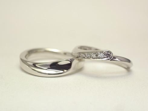 セットにするとハート柄が現れる結婚指輪 02