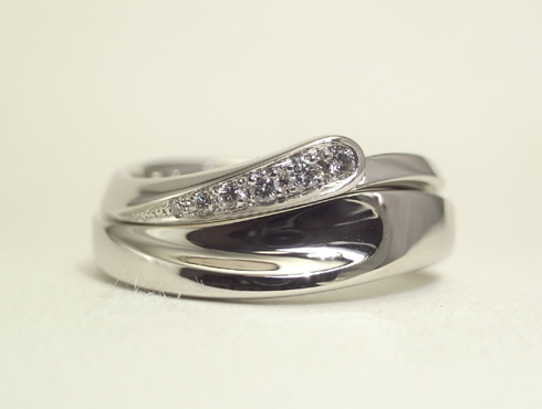 セットにするとハート柄が現れる結婚指輪 03