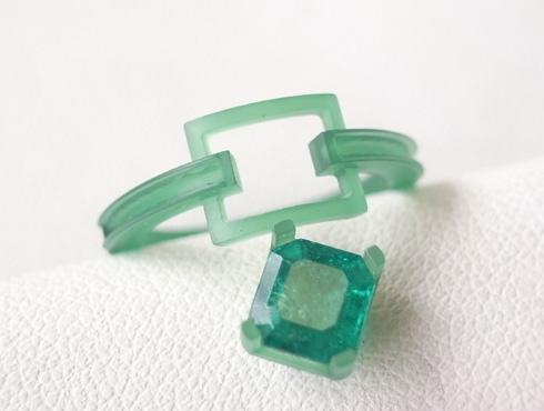 エメラルドとダイヤ付きのリングのワックス