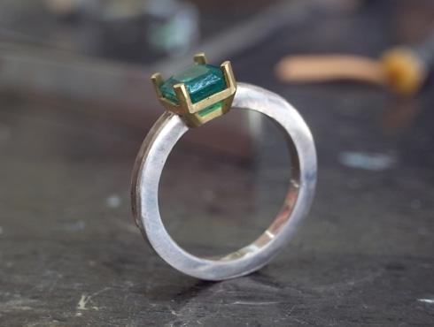 エメラルドとダイヤ付きのリング 製作過程 02
