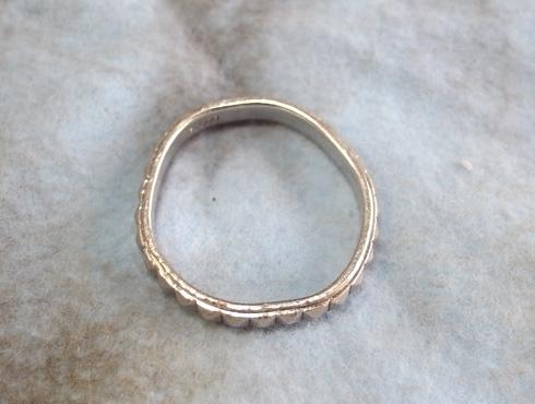 ピラミッドスタッズ柄 結婚指輪の変形直しと新品加工02
