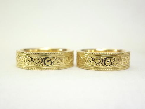 アンティーク調(唐草、ミル打ち)の結婚指輪 01