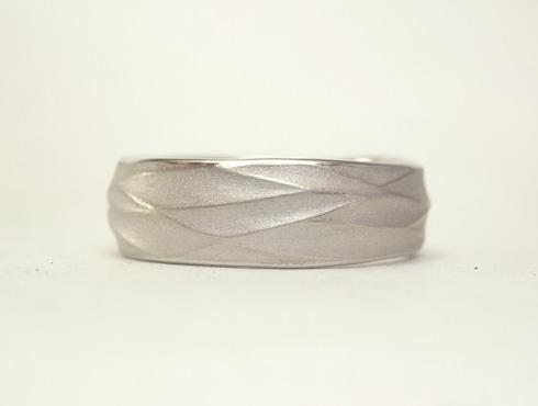 手作り感のある結婚指輪 02
