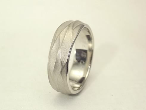 手作り感のある結婚指輪 03
