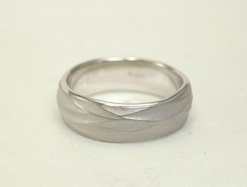 手作り感のある結婚指輪 04