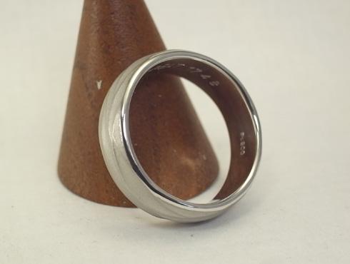 手作り感のある結婚指輪 05