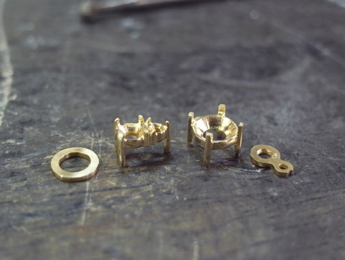 ダイヤ3個付きペンダントの製作工程 02