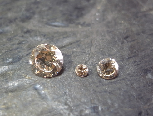 ペンダントに使用するダイヤ