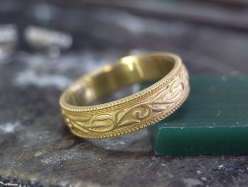 製作中の唐草模様(ツタ)の指輪