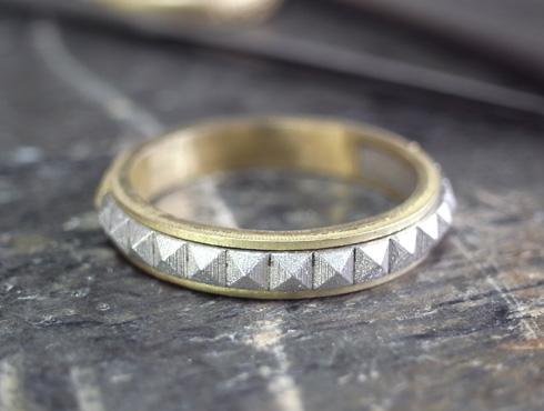 ピラミッドスタッズ柄の結婚指輪 製作過程 01