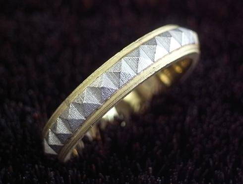 ピラミッドスタッズ柄の結婚指輪 製作過程 02