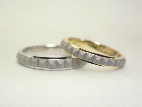 ピラミッドスタッズ柄の結婚指輪(18K/Pt900) 02