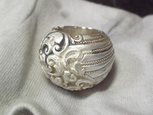 ボリュームのあるリングのサイズ直し 09