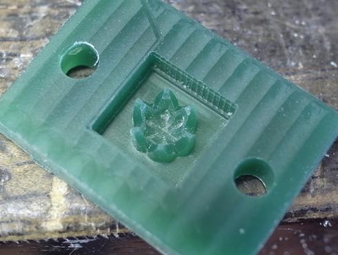 エンゲージの石枠を製作02