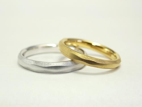シンプルだけど個性的な結婚指輪