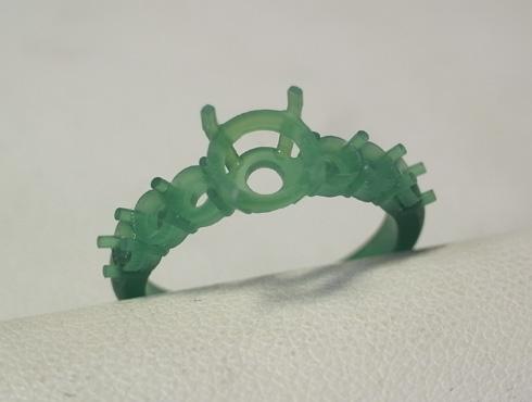 両面切削で作ったパーツで製作したリング 01