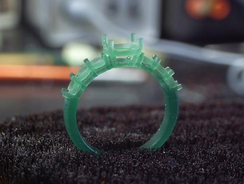 両面切削で作ったパーツで製作したリング 02