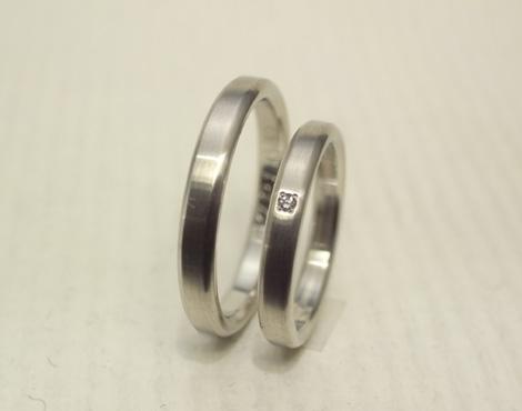 シンプルだけどこだわりのある結婚指輪 01