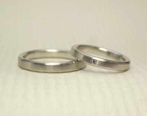 シンプルだけどこだわりのある結婚指輪 03