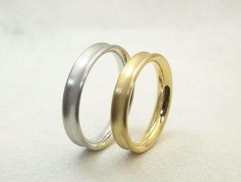 表面にくぼみ(凹み)をつけたシンプルな結婚指輪