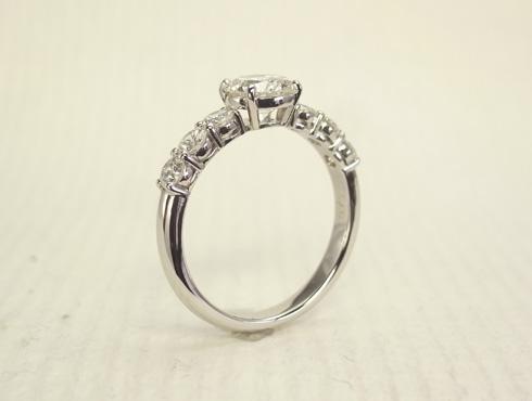 シンプルな1ct のダイヤリング(プラチナ) 04