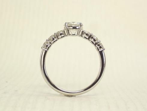 シンプルな1ct のダイヤリング(プラチナ) 05