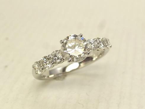 シンプルな1ct のダイヤリング(プラチナ) 06
