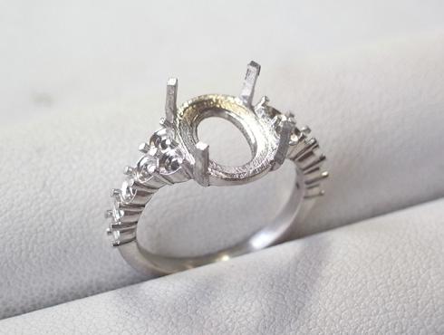 オパールとダイヤのリング キャスト