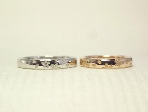 プラチナとピンクゴールドのさくら柄の結婚指輪 02